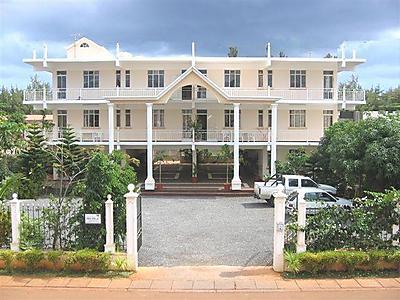 Alpha villa flic en flac mauritius west coast mauritius for Campement a louer a maurice avec piscine